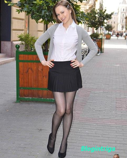 Tina Kay - Pleated Skirt, Shredded Panties and Tights! (2014/FullHD)